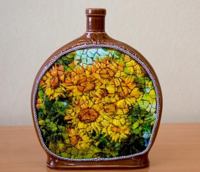 Бутылка, декорированная скорлупой