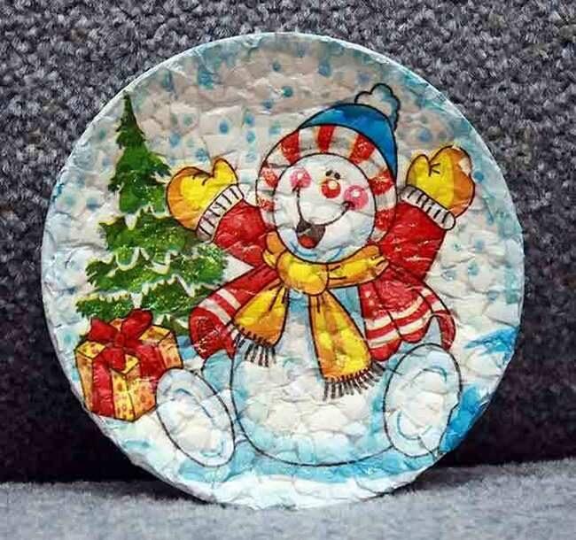 Новогоднее панно из скорлупы на тарелке