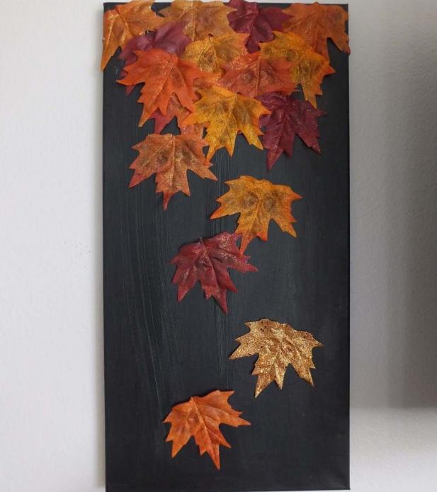 Простое, но эффектное панно из осенних листьев