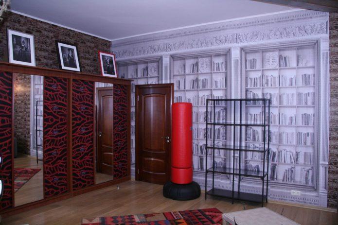 Шкаф в гостиной, декорированный обоями