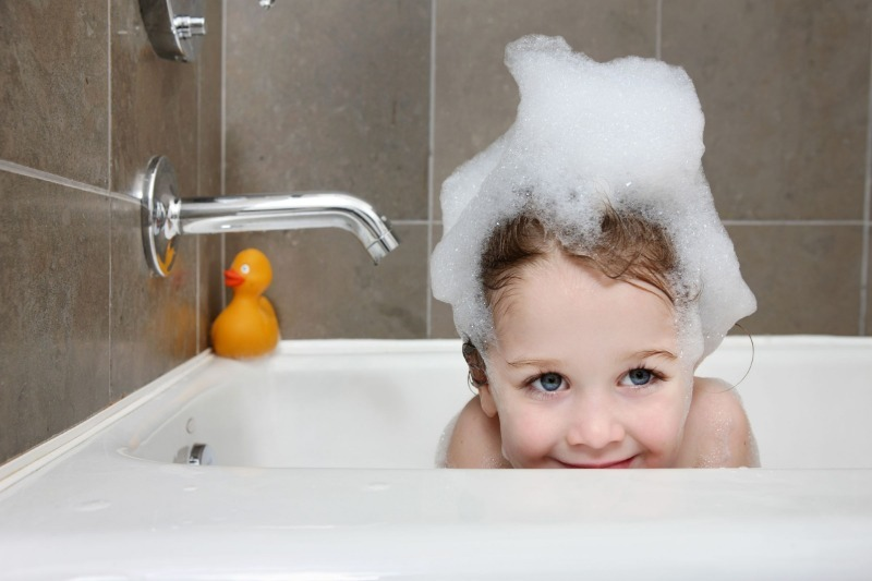 5 недетских способов применения детского шампуня