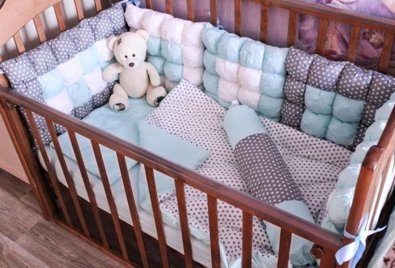 Как сшить бортики-подушки в кроватку для новорожденных