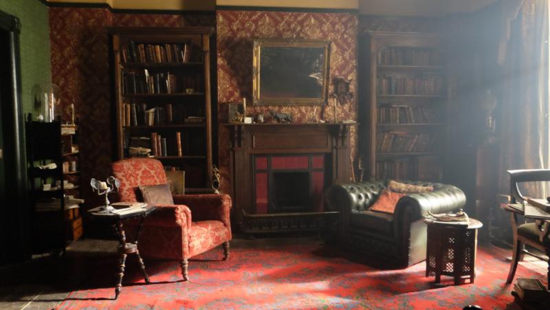 Повторить элементарно: 5 деталей в интерьере, которые помогут вам сделать гостиную, как в сериале «Шерлок»