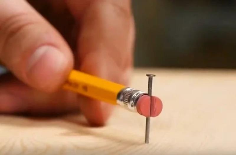 Элементарные способы, как забить мелкий гвоздь и не ударить по пальцам