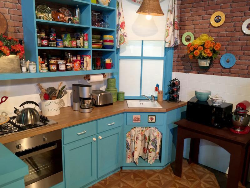 6 деталей знаменитой кухни сериала «Друзья», которые можно повторить и в своей квартире